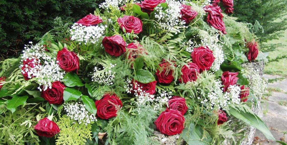 what color flowers for funeral